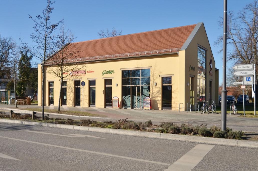 Im nur 400 m entfernten Bäcker Thonke bekommt man frische Backwaren. Im integrierten Café Gotthilfs gibts Kaffee, Kuchen und Eis