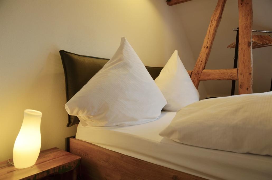 Bequemes Doppelbett mit BODYGUARD® Matratze (160 x 200 cm)