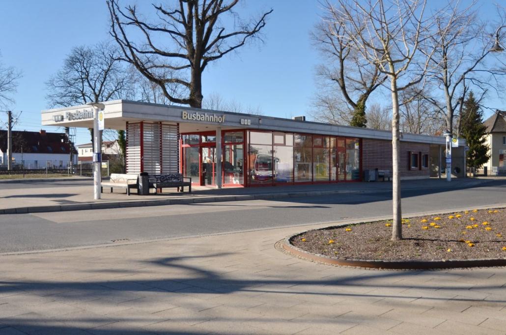Busbahnhof im Zentrum von Falkensee. Gleich daneben befindet sich der Bahnhof Falkensee mit vielen Zugverbindungen in die Berliner City