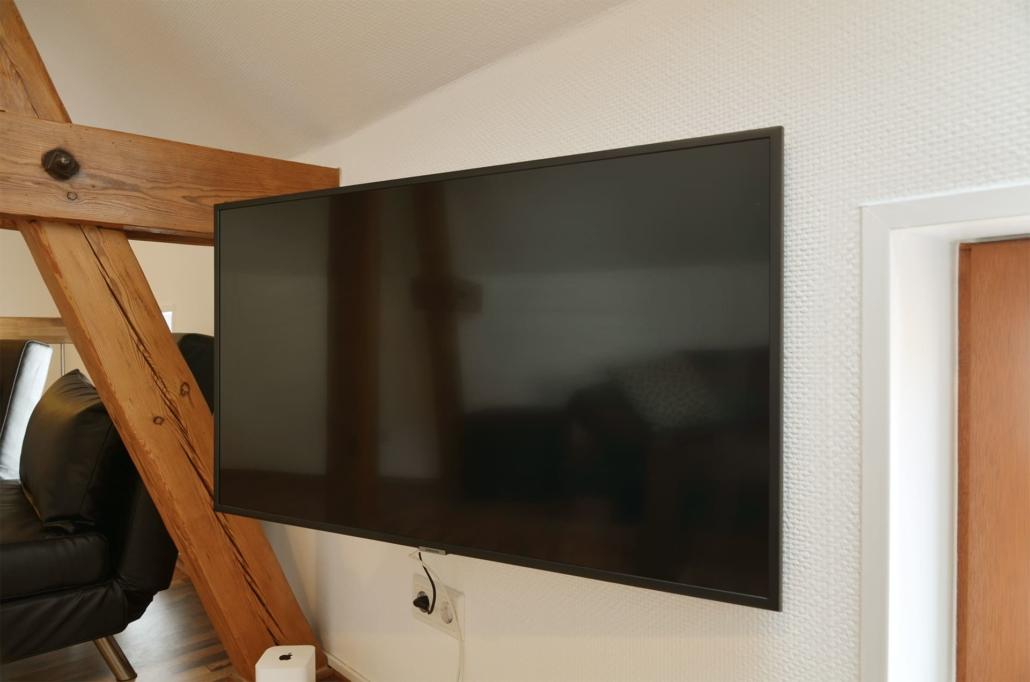40 Zoll Smart-TV mit Kabelfernsehen und Internet über W-Lan